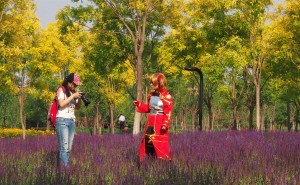 Yes, the Chinese do cosplay, too. And what a peaceful place to record it all!